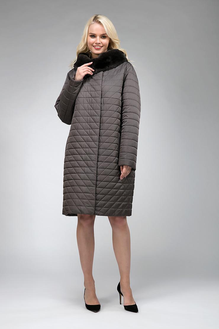 Демисезонное женское пальто на верблюжьей шерсти АльбанаПальто<br>Демисезонное женское пальто на верблюжьей шерсти Альбана<br>Цвет: табачный; Размер: 50, 52, 54; Состав: 100% п/э, подкладка 100% п/э, наполнитель - верблюжья шерсть, отделка - кролик; Материал: 100% п/э, подкладка 100% п/э, наполнитель - верблюжья шерсть, отделка - кролик;