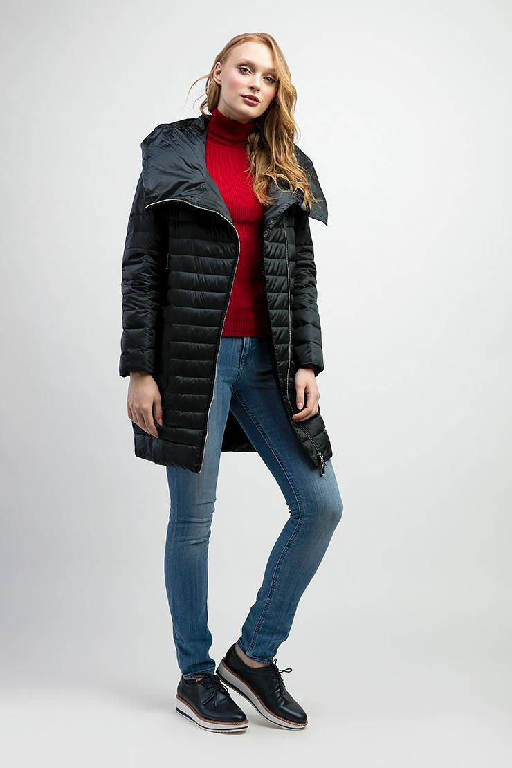 Длинная женская куртка с капюшоном на косой молнии Альбана 8006/A04-зеленый
