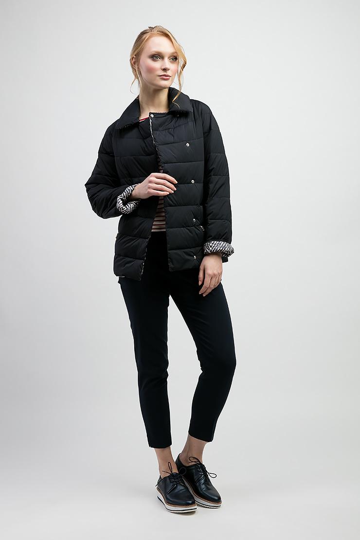 Демисезонная утепленная короткая курткаКуртки<br>Демисезонная утепленная короткая куртка<br>Цвет: синий; Размер: 44, 50, 52; Состав: 100% п/э, подкладка 100% п/э, наполнитель - файбертек; Материал: 100% п/э, подкладка 100% п/э, наполнитель - файбертек;