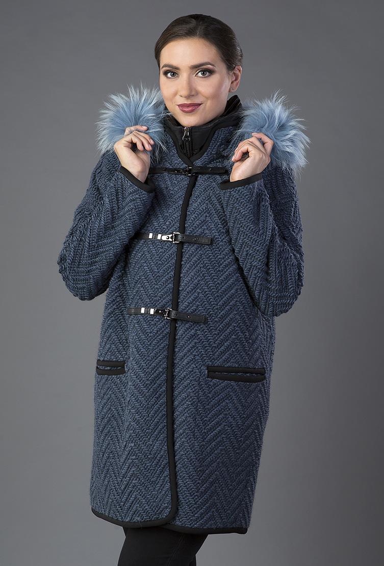 Драповое демисезонное итальянское пальто средней длиныПальто<br>Драповое демисезонное итальянское пальто средней длины<br>Цвет: синий; Размер: 48, 52, 54; Состав: 23% шерсть 25% п/э, 52% акрил; меховая отделка - енот; Материал: 23% шерсть 25% п/э, 52% акрил; меховая отделка - енот;