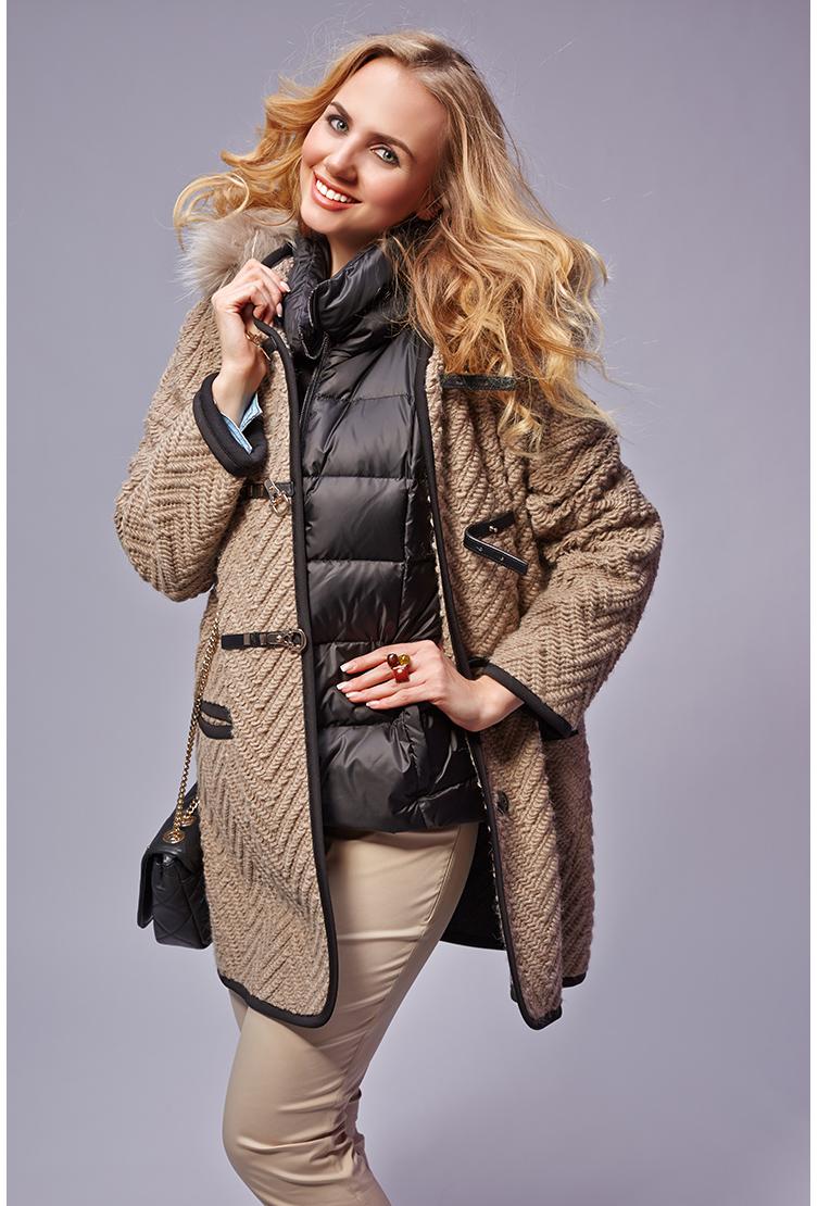 Модный женский дафлкот с капюшономПальто<br>Модный женский дафлкот с капюшоном<br>Цвет: орех; Размер: 46, 48, 50, 52; Состав: 23% шерсть 25% п/э, 52% акрил; меховая отделка - енот; Материал: 23% шерсть 25% п/э, 52% акрил; меховая отделка - енот;