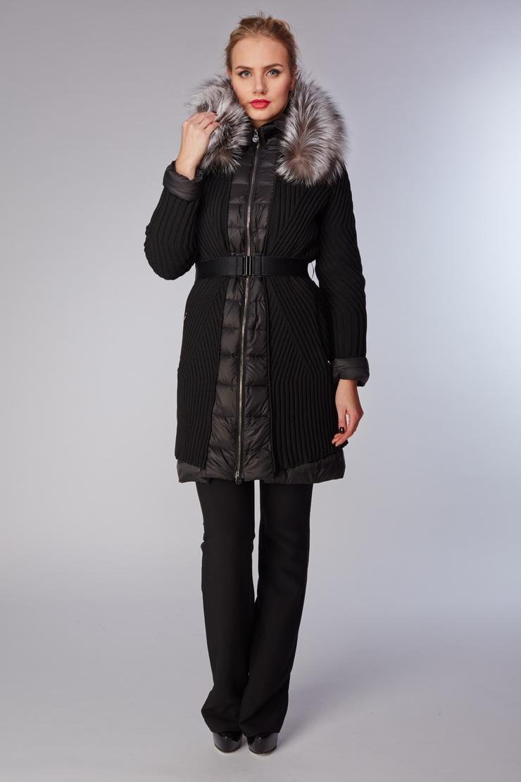 Женский пуховик черного цвета Visconf/Violanti с мехом енота и капюшоном. Производитель: Visconf/Violanti, артикул: 14177