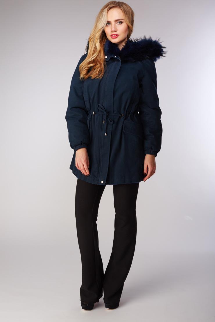 Зимняя куртка парка Rolf Schulte синего цветаКуртки<br>Зимняя куртка парка Rolf Schulte синего цвета<br>Цвет: синий; Размер: 44; Состав: 100% хлопок; меховая отделка - енот крашенный; подкладка - кролик натуральный,50% вискоза, 50 % п/э; Материал: 100% хлопок; меховая отделка - енот крашенный; подкладка - кролик натуральный,50% вискоза, 50 % п/э;