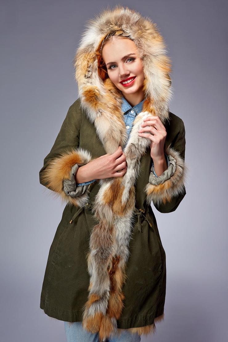 Модная зимняя куртка-парка на меху фото