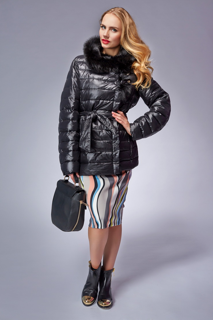 Женская куртка на синтепоне с мехомКуртки<br>Женская куртка на синтепоне с мехом<br>Цвет: черный; Размер: 46; Состав: 100% нейлон; подкладка 100% п/э; утеплитель синтепон;меховая отделка ягненок; Материал: 100% нейлон; подкладка 100% п/э; утеплитель синтепон;меховая отделка ягненок;