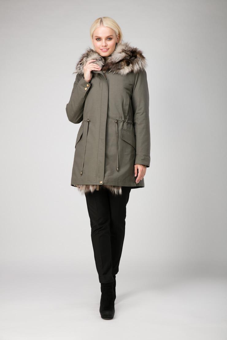 Женская куртка парка с лисойКуртки<br>Женская куртка парка с лисой<br>Цвет: оливковый; Размер: 42, 46, 52, 54, 56, 58; Состав: 100% хлопок; подкладка 55% вискоза, 45% ацетат; меховая отделка - лиса натуральная; Материал: 100% хлопок; подкладка 55% вискоза, 45% ацетат; меховая отделка - лиса натуральная;