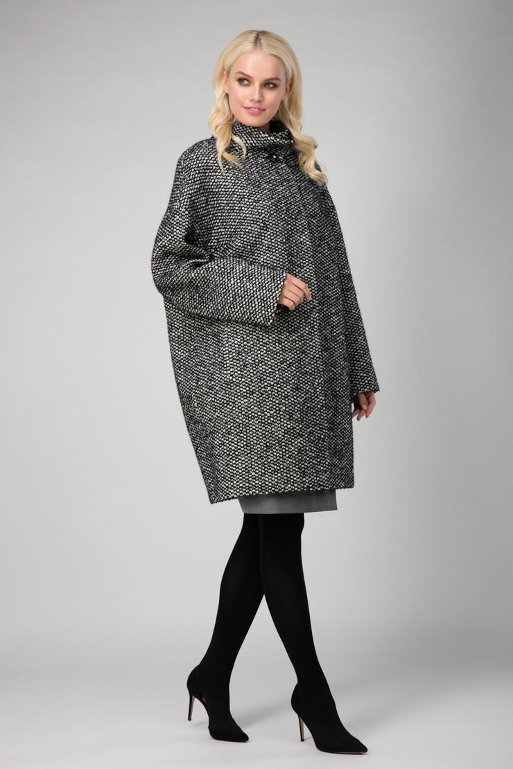 Женское шерстяное осеннее пальто О-силуэтаПальто<br>Женское шерстяное осеннее пальто О-силуэта<br>Цвет: черно-белый; Размер: 54; Состав: 65% шерсть, 17% альпака, 8% мохер, 10% акрил; подкладка 55% вискоза, 45%, п/э; Материал: 65% шерсть, 17% альпака, 8% мохер, 10% акрил; подкладка 55% вискоза, 45%, п/э;