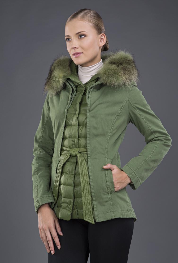Короткая пуховая куртка с эффектом многослойности. Производитель: Visconf/Violanti, артикул: 10738