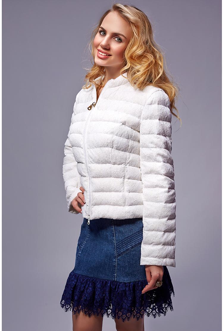 Стеганая итальянская куртка для миниатюрных девушекКуртки<br>Стеганая итальянская куртка для миниатюрных девушек<br>Цвет: белый; Размер: 44, 46; Состав: 100% п/э + 80% п/а, 20% вискоза; подкладка - 100% п/э, наполнитель - 100% гусиный пух; Материал: 100% п/э + 80% п/а, 20% вискоза; подкладка - 100% п/э, наполнитель - 100% гусиный пух;