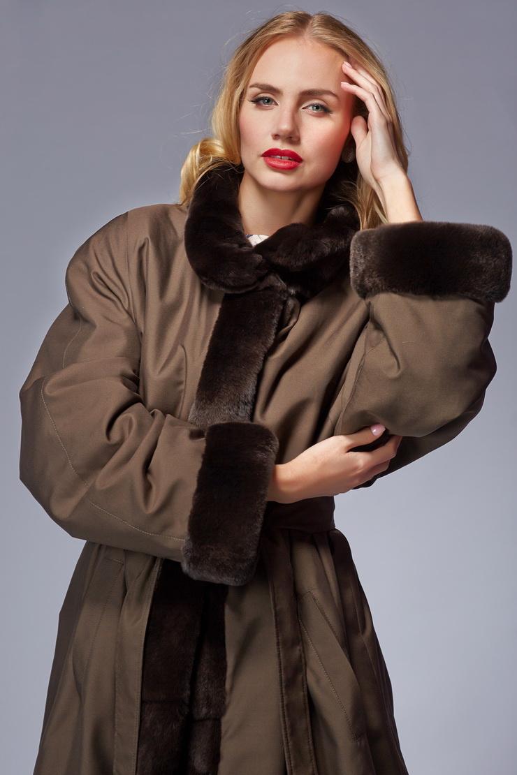 Женское пальто на кроликеПальто<br>Женское пальто на кролике<br>Цвет: коричневый; Размер: 56; Состав: 100% полиэстер. Меховая отделка - орилаг, подкладка - кролик натуральный; Материал: 100% полиэстер. Меховая отделка - орилаг, подкладка - кролик натуральный;