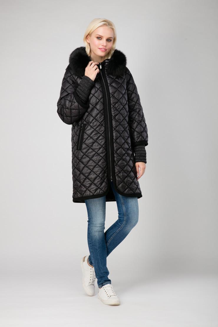 Стеганое итальянское пальто с отделкой из меха песцаПальто<br>Стеганое итальянское пальто с отделкой из меха песца<br>Цвет: черный; Размер: 48, 50, 52, 54, 56, 58; Состав: 80% п/э, 20% нейлон; подкладка 100% п/э; утеплитель - изософт; меховая отделка - песец; Материал: 80% п/э, 20% нейлон; подкладка 100% п/э; утеплитель - изософт; меховая отделка - песец;