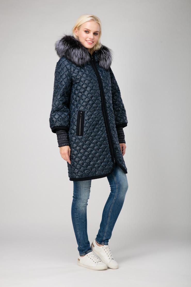 Итальянское женское пальто стеганое толстой нитьюПальто<br>Итальянское женское пальто стеганое толстой нитью<br>Цвет: темно-синий; Размер: 52, 54, 56; Состав: 80% п/э, 20% нейлон; подкладка 100% п/э; утеплитель - изософт; меховая отделка - лиса; Материал: 80% п/э, 20% нейлон; подкладка 100% п/э; утеплитель - изософт; меховая отделка - лиса;