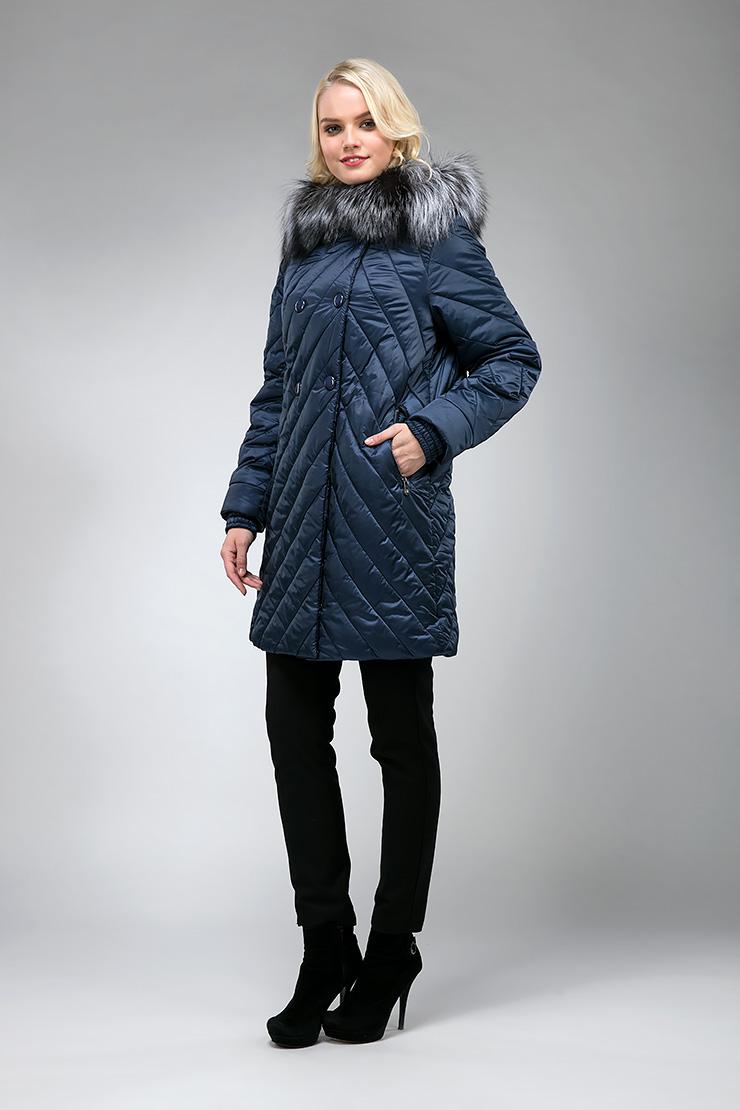 Стильное стеганое демисезонное пальто с мехом лисы фото