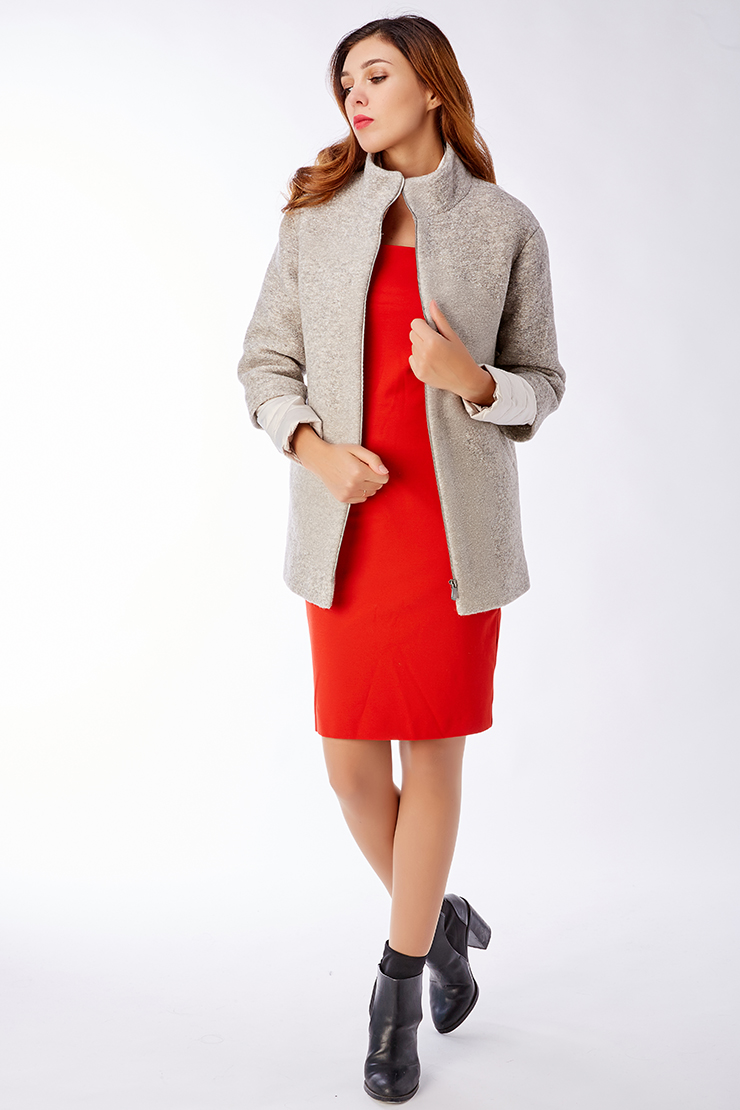 Короткая женская утепленная куртка-трансформерКуртки<br>Короткая женская утепленная куртка-трансформер<br>Цвет: бежевый; Размер: 50; Состав: 60% шерсть, 40% п/э; подкладка - 100% п/э; утеплитель - изософт; Материал: 60% шерсть, 40% п/э; подкладка - 100% п/э; утеплитель - изософт;