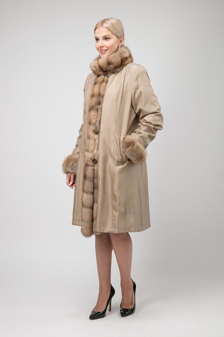 Длинное пальто на меху для зимы с отделкой из соболя фото