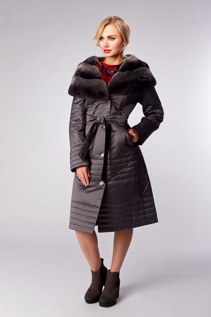 Приталенное пальто на тинсулейте с капюшоном из мехаПальто<br>Приталенное пальто на тинсулейте с капюшоном из меха<br>Цвет: светло-серый; Размер: 44, 46, 48, 52, 54, 56; Состав: 100% п/э; . наполнитель - thinsulate; меховая отделка - кролик рекс; Материал: 100% п/э; . наполнитель - thinsulate; меховая отделка - кролик рекс;