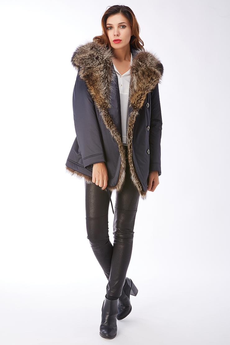 Женская куртка на тинсулейте с мехом енота