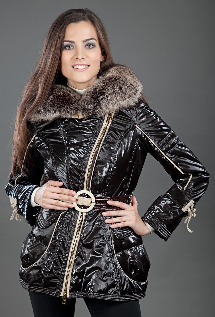 Утепленная зимняя женская куртка с косой молнией