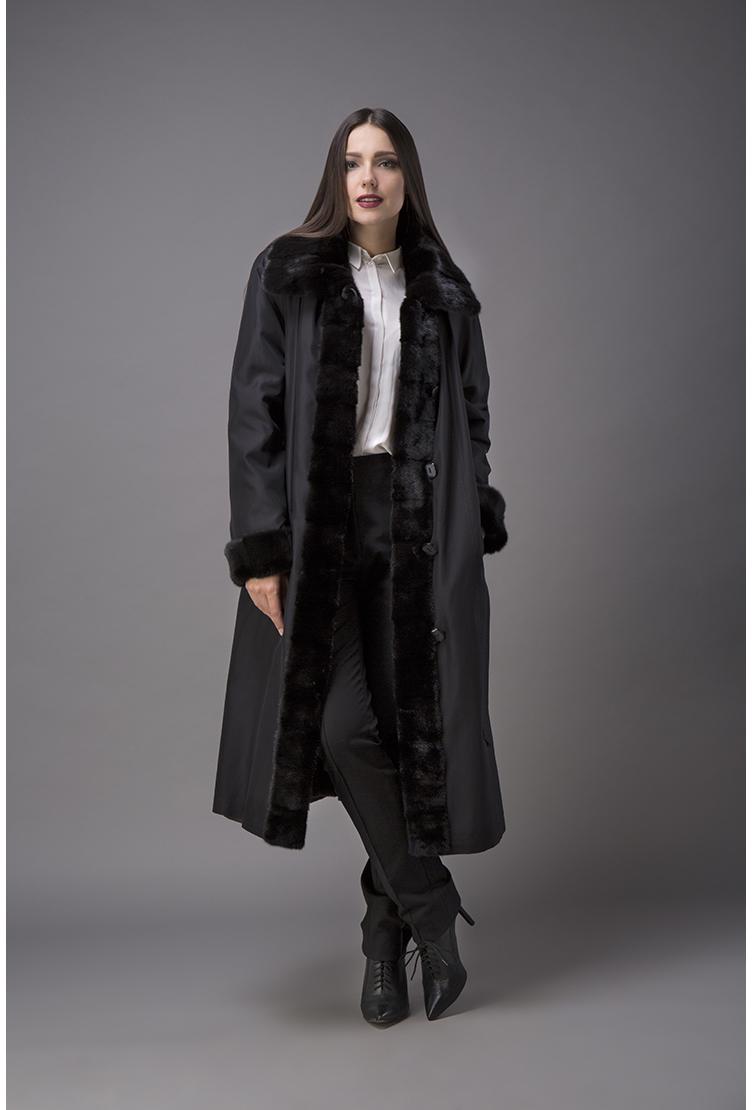 Длинное черное пальто на меху с норкой