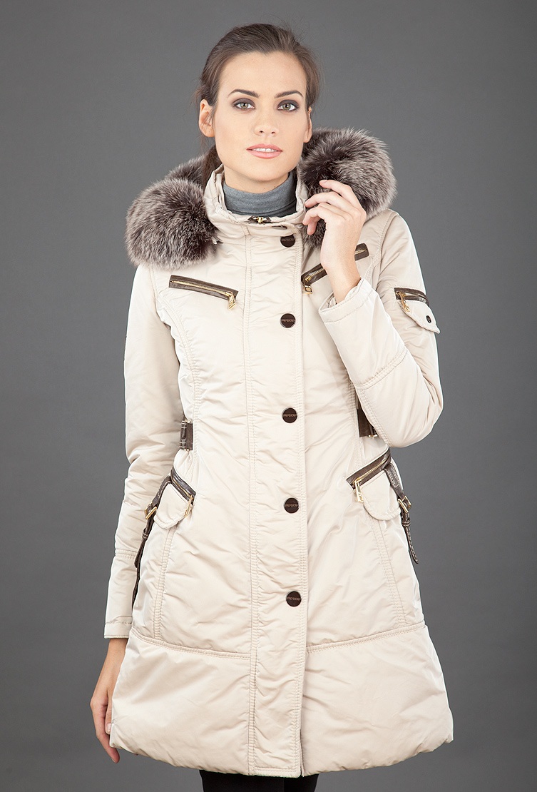 Женское пальто FLO-CLO бежевого цвета фото