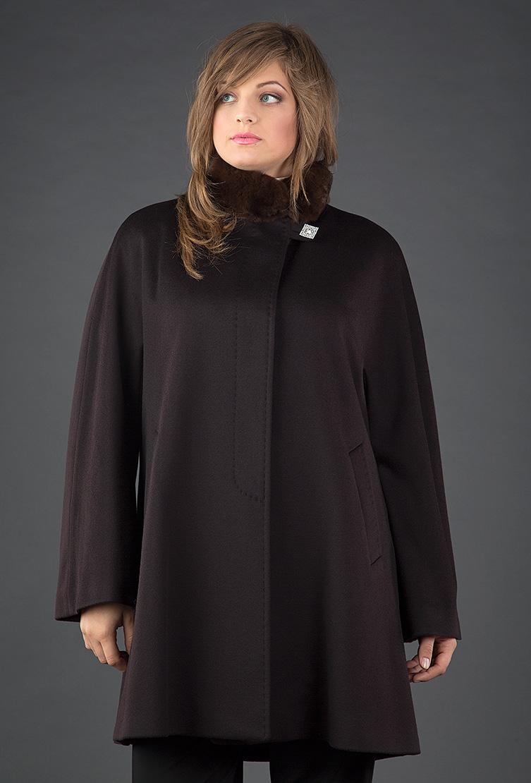 Женское пальто трапеция Heresis коричневого цветаПальто<br>Женское пальто трапеция Heresis коричневого цвета<br>Цвет: коричневый; Размер: 48, 54; Состав: 100% шерсть Loro Piana, подкладка - 100% вискоза, меховая отделка - рекс; Материал: 100% шерсть Loro Piana, подкладка - 100% вискоза, меховая отделка - рекс;