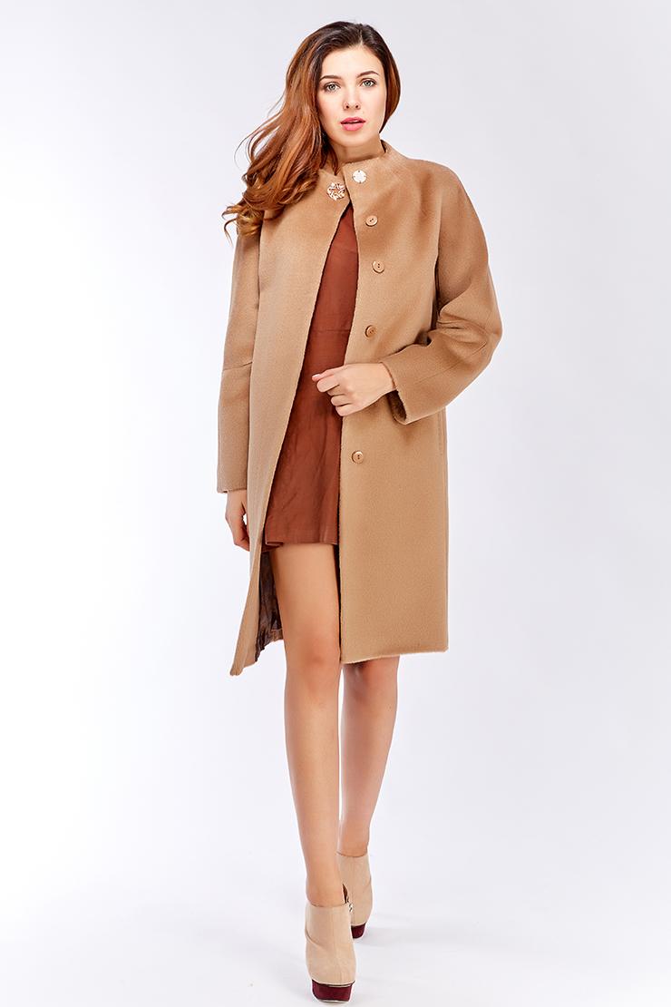 Женское пальто из альпака средней длины с рукавом регланПальто<br>Женское пальто из альпака средней длины с рукавом реглан<br>Цвет: бежевый; Размер: 42, 46, 48, 56, 60; Состав: 100% беби альпака; подкладка - 55% вискоза, 45% п/э; Материал: 100% беби альпака; подкладка - 55% вискоза, 45% п/э;