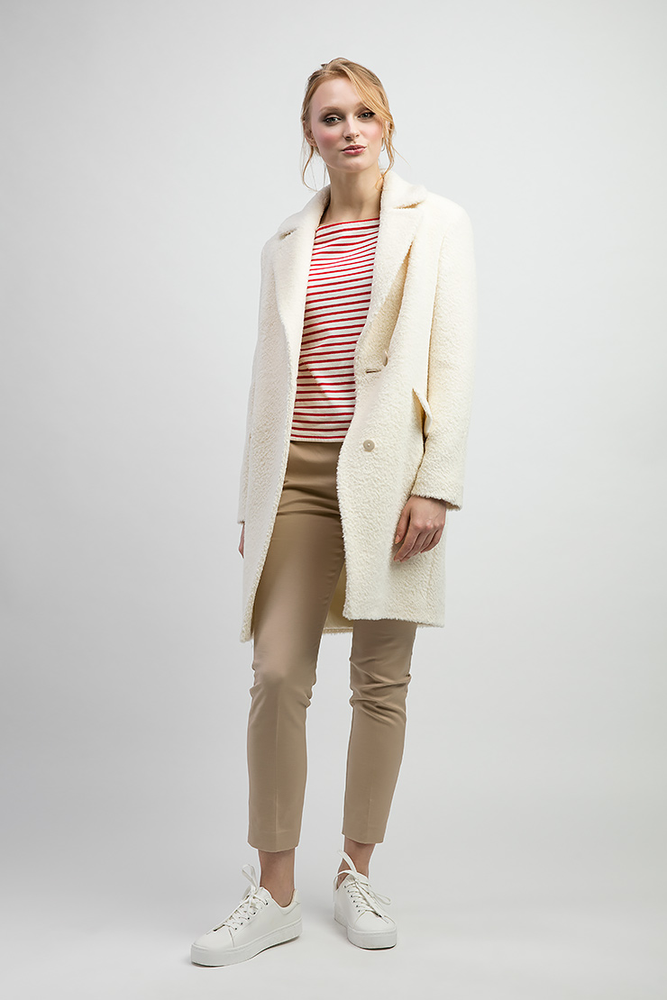 Молодежное пальто из альпака с английским воротником фото