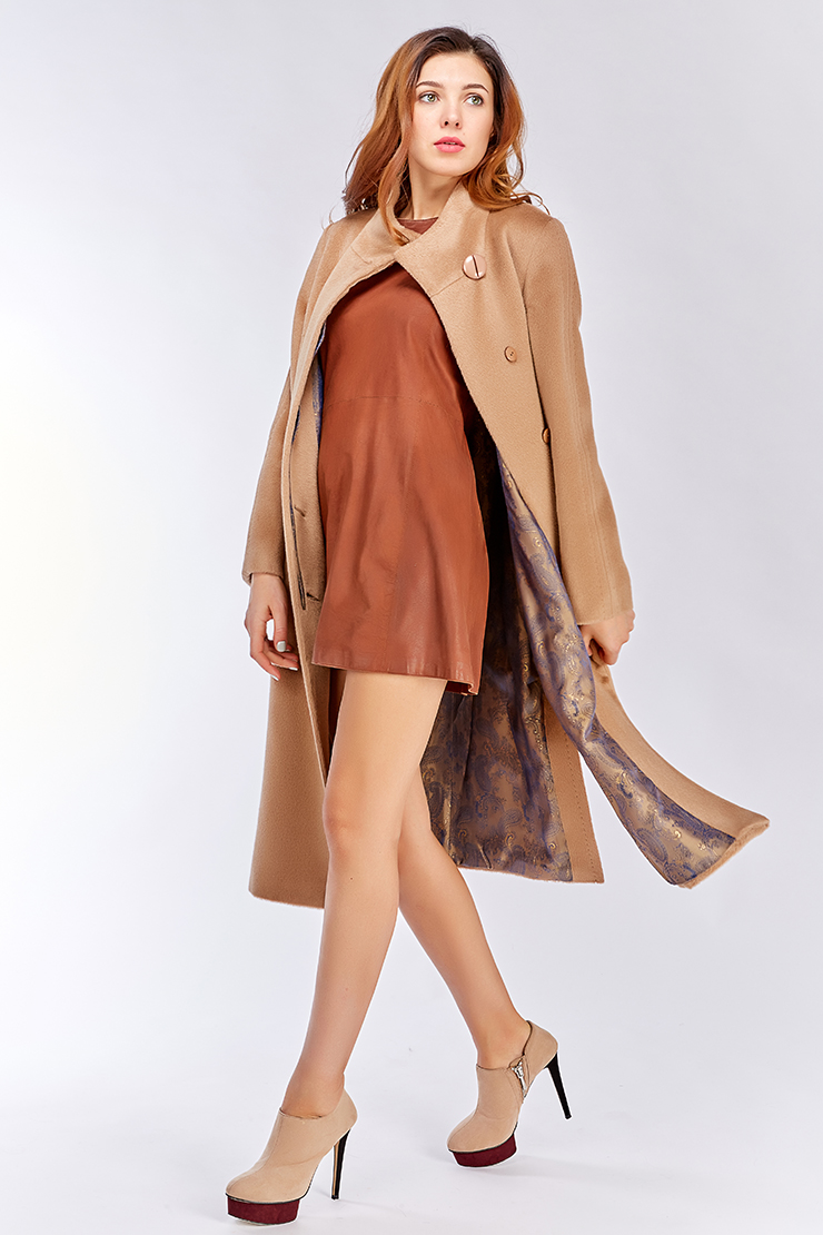 Пальто из альпака на большой ростПальто<br>Пальто из альпака на большой рост<br>Цвет: бежевый; Размер: 50; Состав: 100% беби альпака; подкладка - 55% вискоза, 45% п/э; Материал: 100% беби альпака; подкладка - 55% вискоза, 45% п/э;