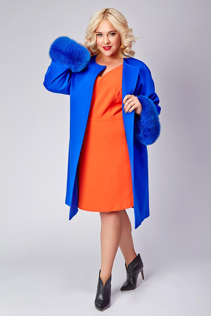Женское пальто большого размера с мехомПальто<br>Женское пальто большого размера с мехом<br>Цвет: васильковый; Размер: 50, 54; Состав: 100% шерсть Loro Piana SF; подкладка 100% вискоза; меховая отделка - кролик; Материал: 100% шерсть Loro Piana SF; подкладка 100% вискоза; меховая отделка - кролик;