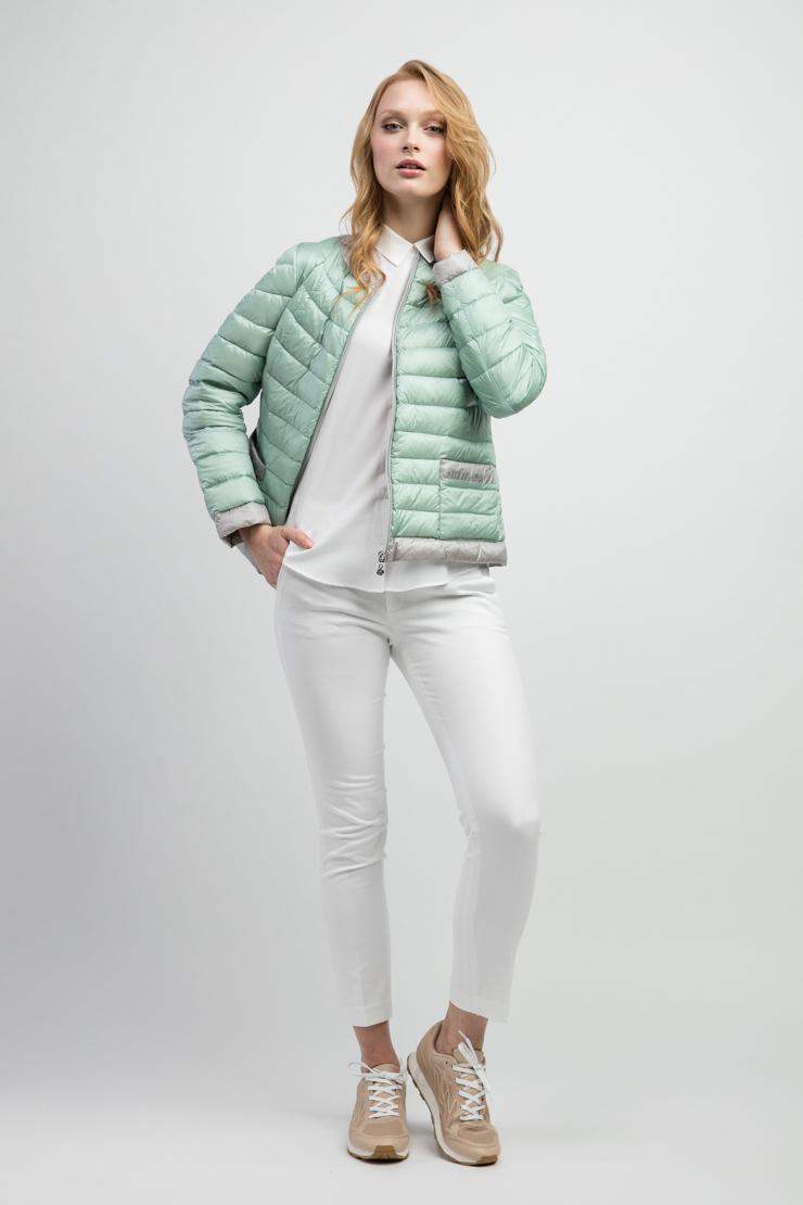 Короткая итальянская женская куртка утеплённая пухомКуртки<br>Короткая итальянская женская куртка утеплённая пухом<br>Цвет: мята; Размер: 50, 52; Состав: 100% п/э, подкладка - 100% п/э; наполнитель - натуральный пух 90/10; Материал: 100% п/э, подкладка - 100% п/э; наполнитель - натуральный пух 90/10;