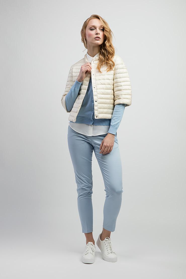Женская куртка укороченная на пуху от марки ADDКуртки<br>Женская куртка укороченная на пуху от марки ADD<br>Цвет: слон кость; Размер: 38, 40, 42, 44, 46, 48, 50; Состав: 100% п/а, подкладка 100% п/а, наполнитель - гусиный пух 95/5; Материал: 100% п/а, подкладка 100% п/а, наполнитель - гусиный пух 95/5;
