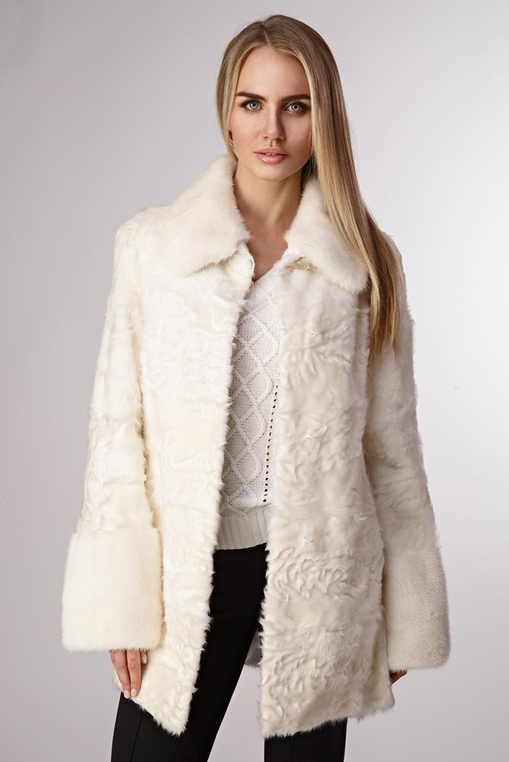 Меховое пальто из козлика с норковой отделкойКуртки<br>Меховое пальто из козлика с норковой отделкой<br>Цвет: белый; Размер: 44; Состав: козлик; подкладка - 100% ацетат; отделка - норка; Материал: козлик; подкладка - 100% ацетат; отделка - норка;