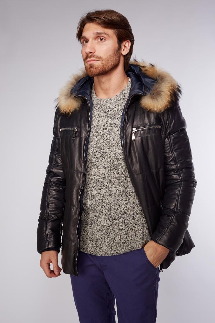 Мужская кожаная куртка с мехом енота и капюшономПуховики<br>Мужская кожаная куртка с мехом енота и капюшоном<br>Цвет: синий; Размер: 52, 60, 64; Состав: 100% натуральная кожа; подкладка - 100% полиэстер;  утеплитель - синтепон; меховая отделка  - енот; Материал: 100% натуральная кожа; подкладка - 100% полиэстер;  утеплитель - синтепон; меховая отделка  - енот;