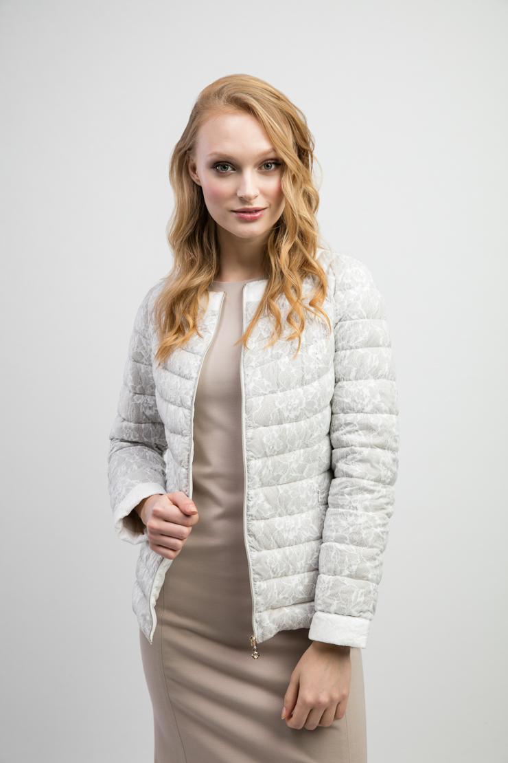 Стеганая куртка для миниатюрных девушекКуртки<br>Стеганая куртка для миниатюрных девушек<br>Цвет: серый; Размер: 42, 44, 48, 50; Состав: 100% п/э, подкладка - 100% п/э; наполнитель - натуральный пух 90/10; Материал: 100% п/э, подкладка - 100% п/э; наполнитель - натуральный пух 90/10;