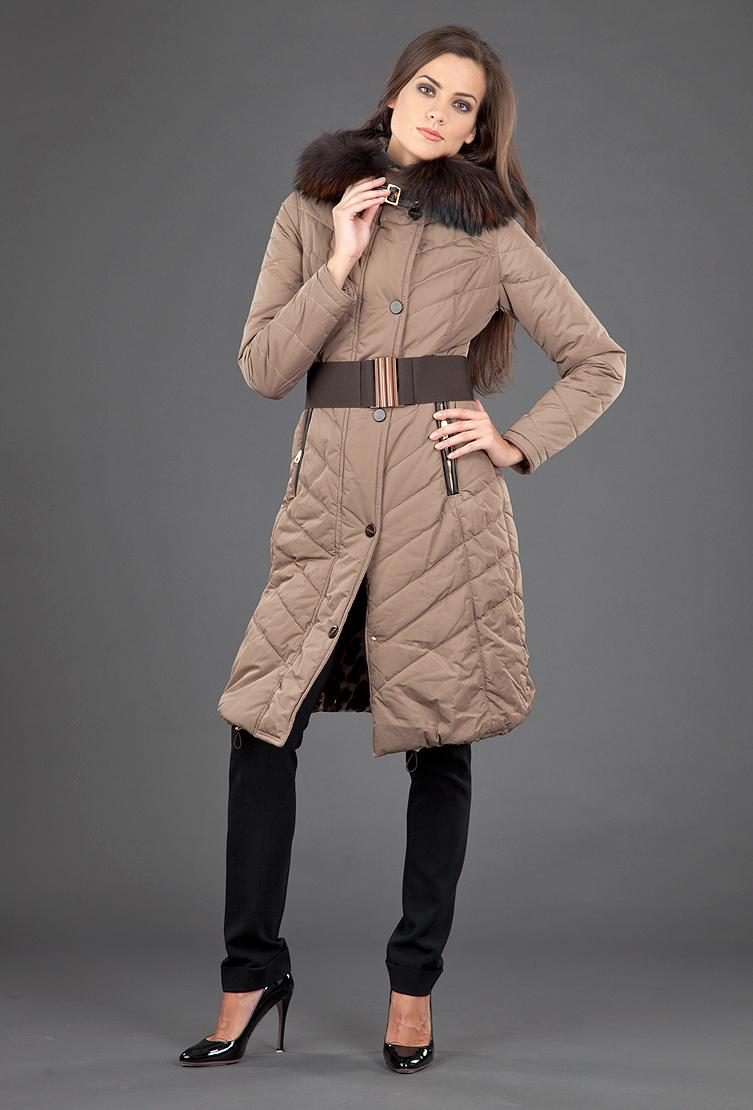 Коричневое пальто женское FLO-CLOПальто<br>Коричневое пальто женское FLO-CLO<br>Цвет: коричневый; Размер: 40; Состав: Ткань верха - 95% п/а, 5% п/у; подкладка - 100% п/э; меховая отделка - енот натуральный; Материал: Ткань верха - 95% п/а, 5% п/у; подкладка - 100% п/э; меховая отделка - енот натуральный;