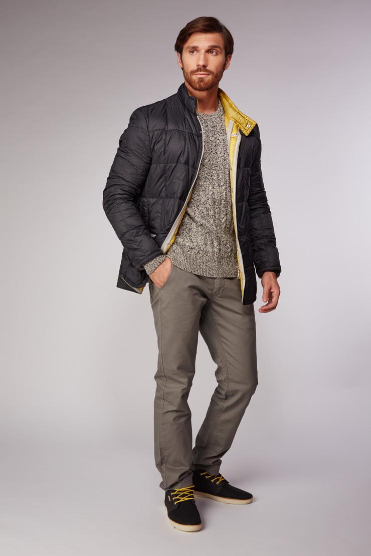 Черный облегченный пуховик AFG для мужчинПуховики<br>Черный облегченный пуховик AFG для мужчин<br>Цвет: черный; Размер: 50, 52; Состав: 100% п/э; подкладка - 100% п/э, наполнитель - 100% гусиный пух; Материал: 100% п/э; подкладка - 100% п/э, наполнитель - 100% гусиный пух;