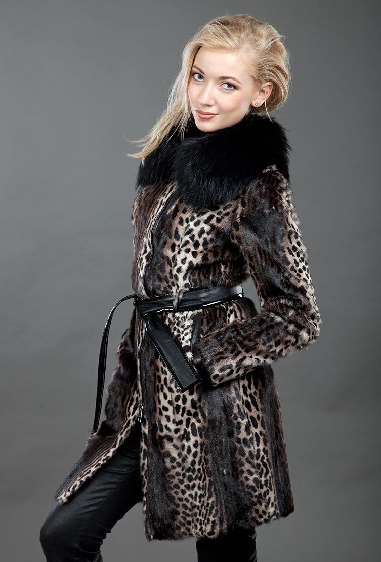 Купить со скидкой Меховое пальто на молнии с поясом