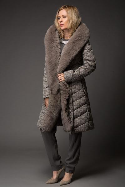 d69c70a8be2 Женское пуховое пальто Visconf Violanti с абстрактным принтом ...