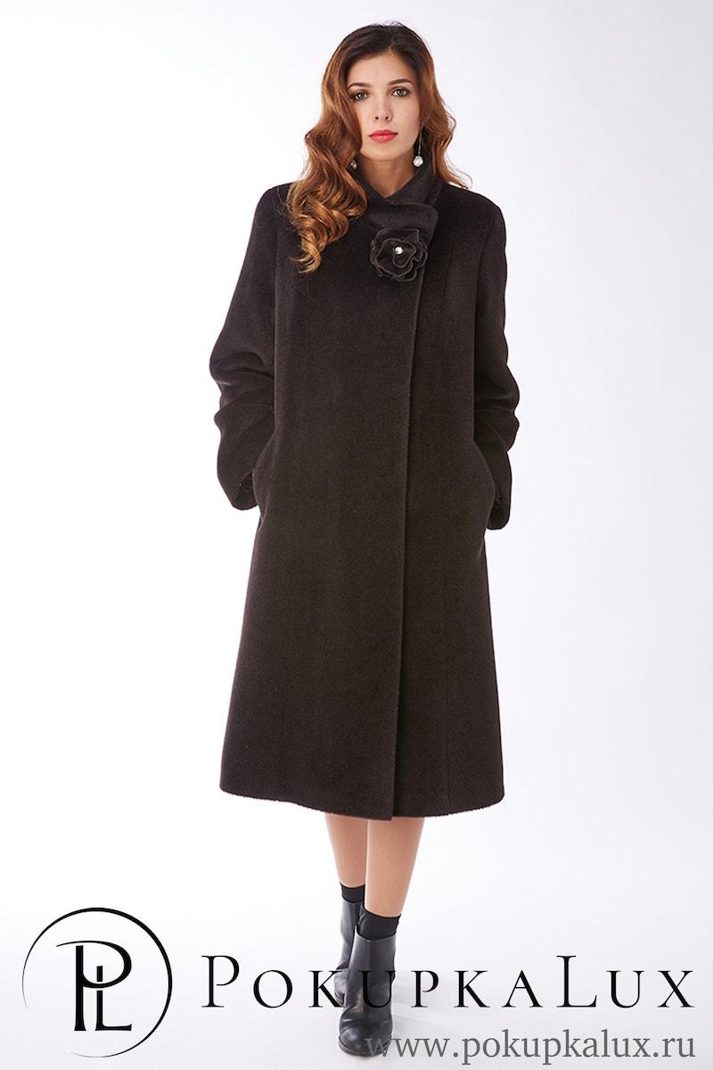 ad8b41bc813 Расклешенное пальто с запахом из альпака
