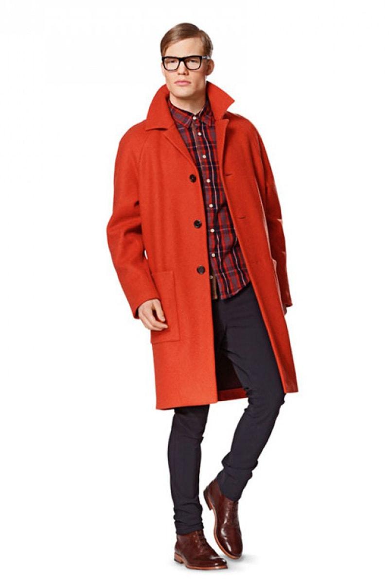 Красное пальто-реглан, мужской образ в стиле смарт кэжуал