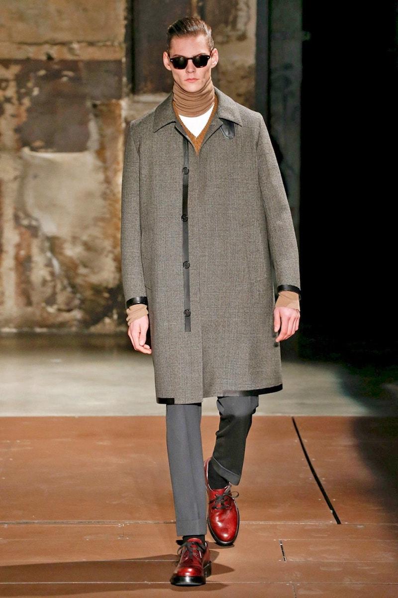 Стильное пальто балмакаан бренда Cerruti с принтом гленчек