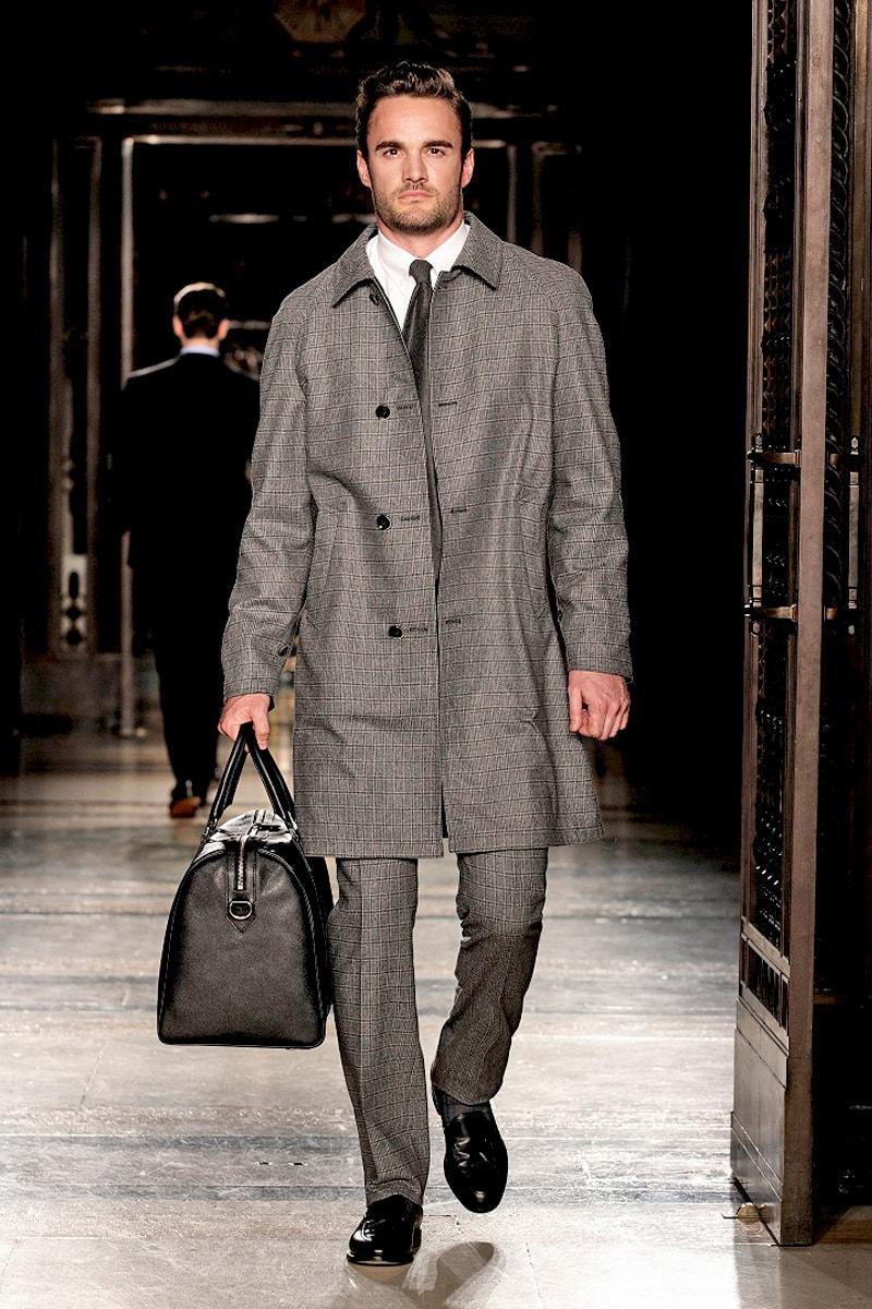 Пальто балмакаан в сочетании с классической одеждой
