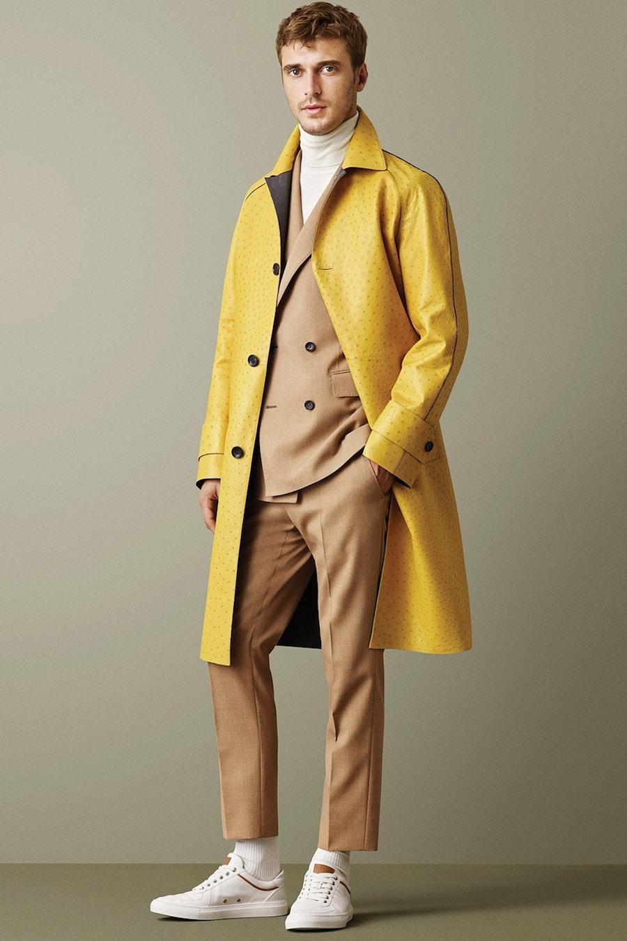 Кожаное пальто балмакаан желтого цвета из коллекции Bally