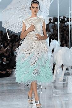 Платье из пуха и пера