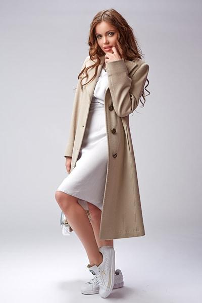 e2a9869c386 Модное классическое пальто бежевого цвета Teresa Tardia ...