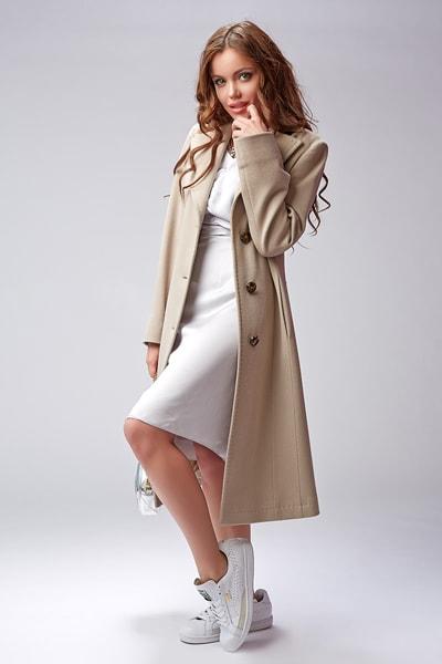 cb52cd33a48 Модное классическое пальто бежевого цвета Teresa Tardia · Классическое  женское ...