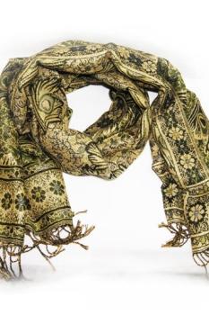 легкий шарф цвета хаки с орнаментом и бахромой