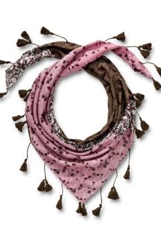 легкий платок с декором из бахромы